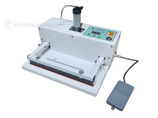 Pneumatic pedal switch type constant heat sealer